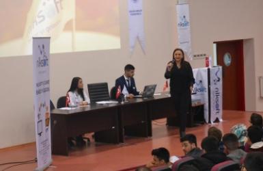 Nalan KURT 'un Kaleminden. Gaziantep Üniversitesi Oğuzeli MYO ' da Merhaba E-Ticaret Konferansına Katıldık